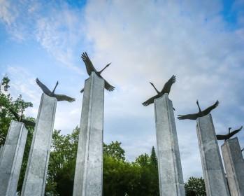 Представители России и Словении 23 февраля возложили венки к памятнику российским воинам в г. Любляне